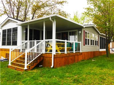 Waterfront Cottage by Sandbanks (in Cherry Beach Resort) Private dock! Full use of resort amenities