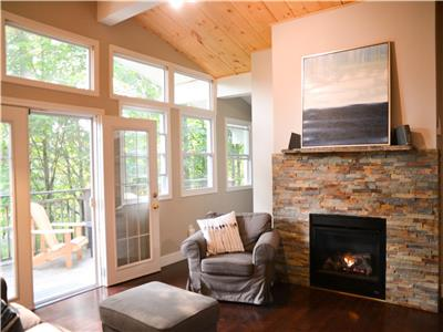 Newly Renovated Cottage in the Village of Rosseau - 2 Minutes to the Beach - Up to 12 People