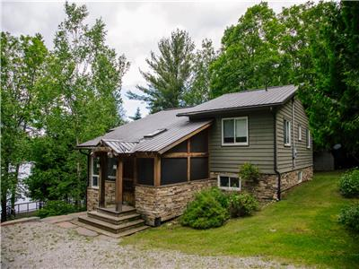 Bella Vista - Beautiful, private, waterfront family cottage, close to shopping and attractions!