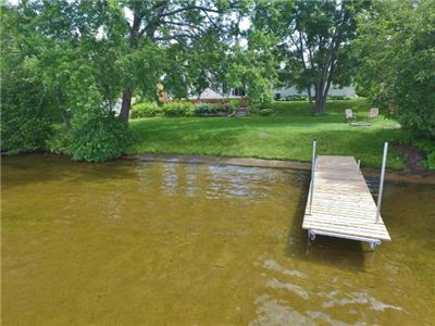 2020 dates online! Kamaniskeg Lake 3 Bdrm/2 bath cottage. Sandy swimming and a View! WIFI here,(433)