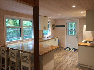 Chandos Chalet, Total Privacy, Breathtaking Views, Beautiful Lake Chandos, Newly Renovated