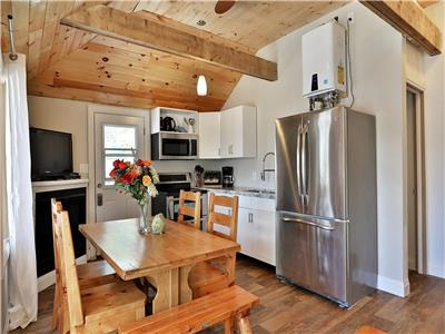 Fully booked until Sept 4, 20 Muskoka, Magnetawan , renovated waterfront cottage, sleeps up to 6
