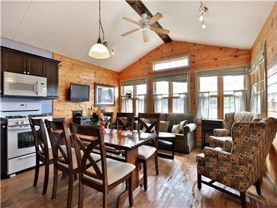 Booked until Sept 4 Muskoka, Magnetawan 3 Bedroom sleeps 9 with jaccuzi tub, dishwasher, gazebo