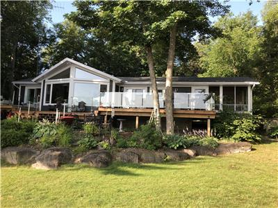 Beachfront Kennisis Cottage with Bunkie and Sunroom