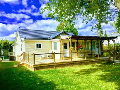 Lake Simcoe Willow Beach, Snowfer cottage, 45 min.drive from Toronto 100 Yards from water front.