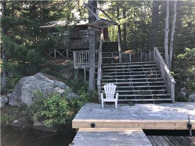 Rustic cabin in the woods - True algonquin experience