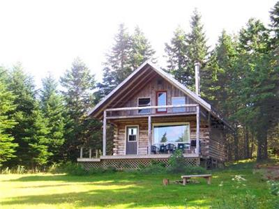 Secluded Log Chalet near Baddeck