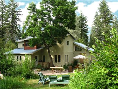 Paradise Valley Lodge - Escape to the Peaceful Slocan River Valley!