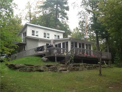 Relaxing 4 Season Cottage for Rent - Calabogie Area