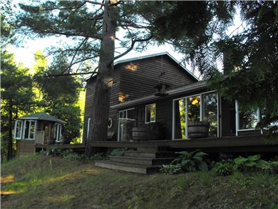 Skootamatta Lake Cottage Retreat, ideal private getaway, pets are welcome