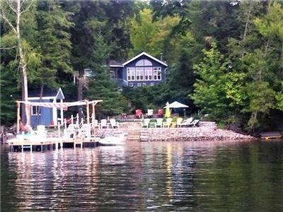 A peaceful Cove cottage with bunkie on prestigious Kennisis Lake, perfect for family young and old