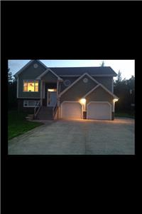 SUMMER HOME, BEAUTIFUL WALK OUT BASEMENT, 2 MINUTES FROM BEACHES