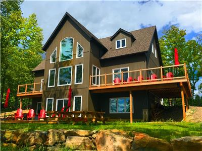Barrett Chute Cottage and Ski Chalet, Calabogie (Sleeps 12 Comfortably, Max 8 Adults)