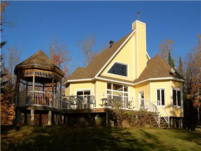 Luxury Lakefront Cottage with Hot tub - 15 personnes
