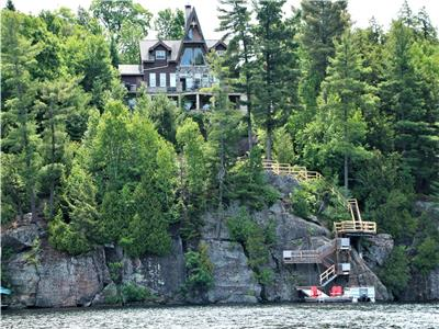 A 'castle' with a breathtaking view on Kennisis Lake!