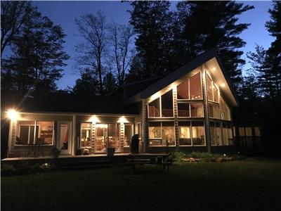 LAKEFRONT COTTAGE MINUTES TO BON ECHO PROVINCIAL PARK