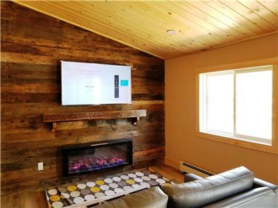 NEWLY RENOVATED 2-Bdrm!! Book Your Winter Holiday Gateway~  *Halls Lake* Algonquin Highlands