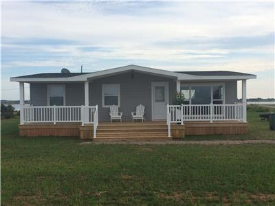 BASIN VIEW COTTAGE, DARNLEY ESTATES-LOCATED BETWEEN TWIN SHORES & THUNDER COVE BEACHES