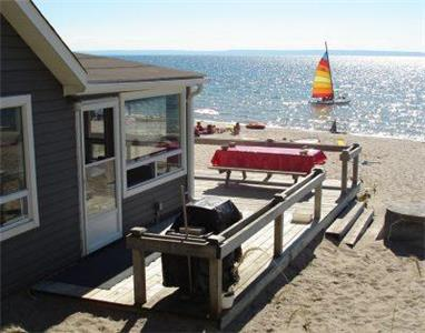 BEACHFRONT COTTAGE... A LITTLE PIECE OF HEAVEN ON THE SHORES OF NOTTAWASAGA BAY
