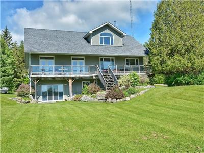 Rise and Shine - Sensational executive cottage on incredibly spacious waterfront on Lake Rosseau!