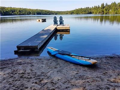 Pet Friendly, Lakefront Cottage on Gunter Lake 40 minutes south of Bancroft. Sandy beach area + dock
