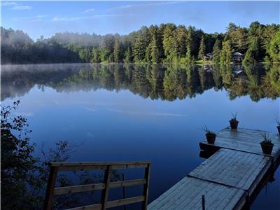 Beautiful lakefront cottage perfect for two, 25 min from downtown Ottawa