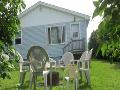 Lovely, spacious 3 bedroom cottage in Shediac, NB by Parlee Beach!