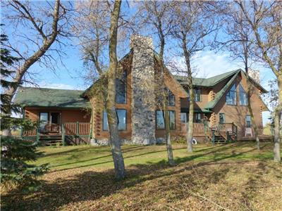Calling all ice fishermen! Lakefront home rental with direct lake access