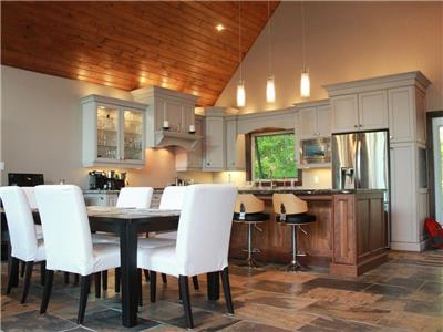 New luxury cottage in Muskoka that blends new finishes with cottage feel