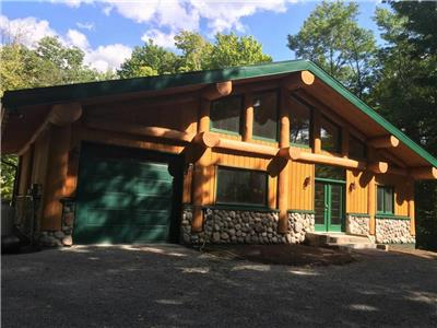 Sugarhouse Log Chalet sur Lac Upper Rideau