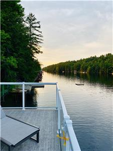 LAKE MUSKOKA COTTAGE MINUTES FROM GRAVENHURST & BALA