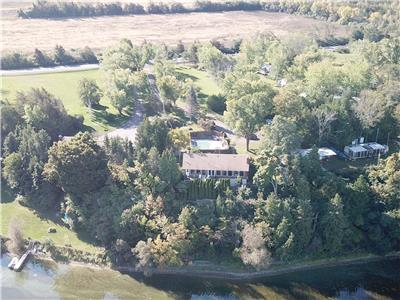 Prince Edward County Lake Front Cottage With Private Pool
