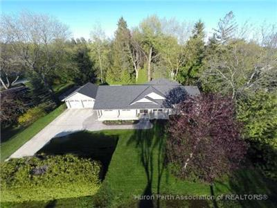 A Shore Thing Cottage Retreat - Upscale home steps to beach and downtown Bayfield