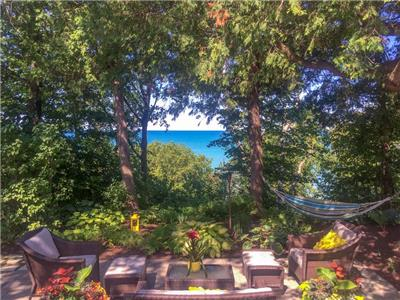 Cottage Charm: Vibrant Design & Front-Row Views of Lake Huron