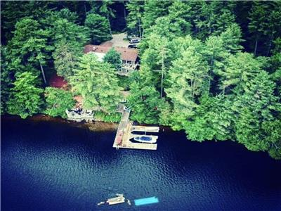 Stunning Lake Muskoka Retreat (5bedrooms + Bunkie with Tesla Charger )