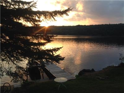 Rebecca's Cozy Waterfront Cottage with Great Swimming Westport Ontario