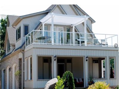 Upper Beach House, Luxury Cottage, Lake Huron, end of a quiet street between Grand Bend and Bayfield