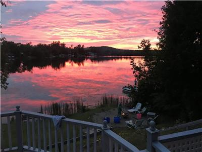 4 Season Chemong Lake Getaway - 90 mins from Toronto - Hot Tub