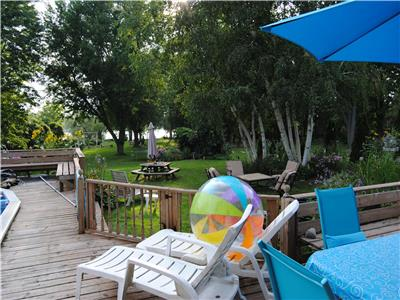 LAKEFRONT RETREAT HOME - 1 OF A KIND RESORT LODGE SETTING - 7+2 BEDROOMS, SLEEPS 18