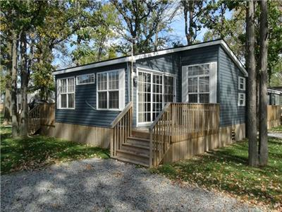 3-bedroom 2-bathroom air-conditioned and fully furnished cottage at Niagara-on-the-Lake (Queenston)