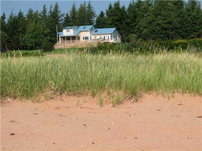 Bruce Point Beach House, oceanfront,screened in deck, across from Boughton Island, Launching, PE