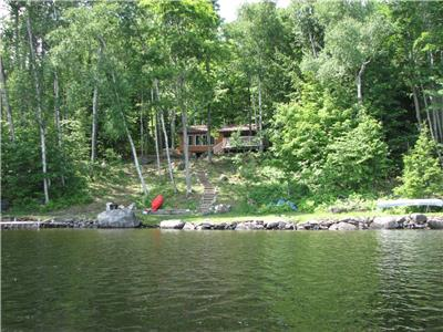 3 Bedroom on Kamaniskeg Lake near Barry's Bay