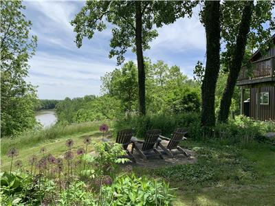Spectacular Cottage on Thames River ? 3+1BDR Cottage + 1BDR Loft Suite w/ Kitchen ? 6.3 Acres +++