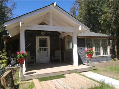 Sauble Beach Lakeview Cottage (Renovated 2020)