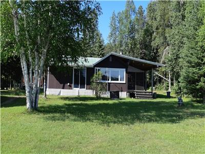 OFF GRID TRANQUIL LAKEFRONT COTTAGE 4 SEASON COTTAGE & GARAGE & LOFT APARTMENT (PRIVATE LAND)REDUCED