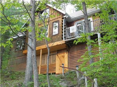 Beautiful Off-Grid, Boat Access Only Log Home on Charleston Lake