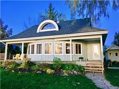 Sunset Bluffs - A Uniquely Round Bayfield Cottage