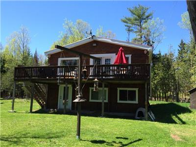 Waterfront Cottage on 1.5 acres Nicest lot around , 4 seasons, 1.15h from Gatineau/Ottawa
