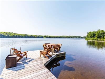 Beautiful Lakefront Cottage W/5BR + View