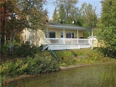 Year round 2 bedroom waterfront cottage in the Appalachian mountains 1hr southeast of Quebec City